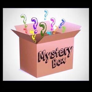 ✨🎁 Beauty Item Mystery Box - 8 items! 🎁✨